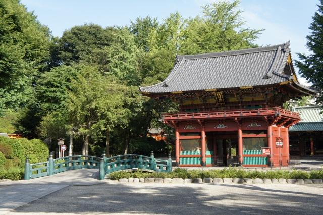 根津神社の初詣2018の屋台や混雑予想を紹介!デートに最適と言われる秘密とは?