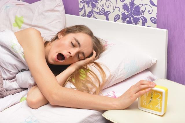 目覚ましが聞こえない3つの原因と対策を紹介!これで遅刻知らずになれるかも?