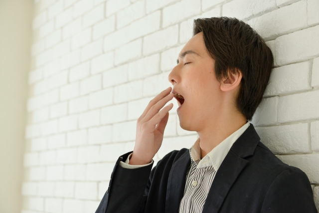 眠気を取るツボ5つ!猛烈なウトウトに打ち勝つ簡単対処法とは?