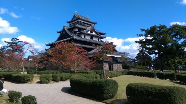 松江城の紅葉2018!見ごろ・時期はいつ?ライトアップ情報も紹介!